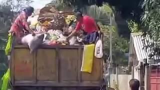 DAVAO CITY;OPEN TRASH TRUCK IN NEIGHBORHOOD