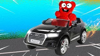 Lucky Bär hat sich ein Auto gekauft   Elektroauto Audi Q7 für Kinder