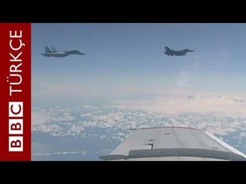 NATO jetinin, Rus Bakan'ı taşıyan uçağa yaklaştığı anlar - BBC TÜRKÇE
