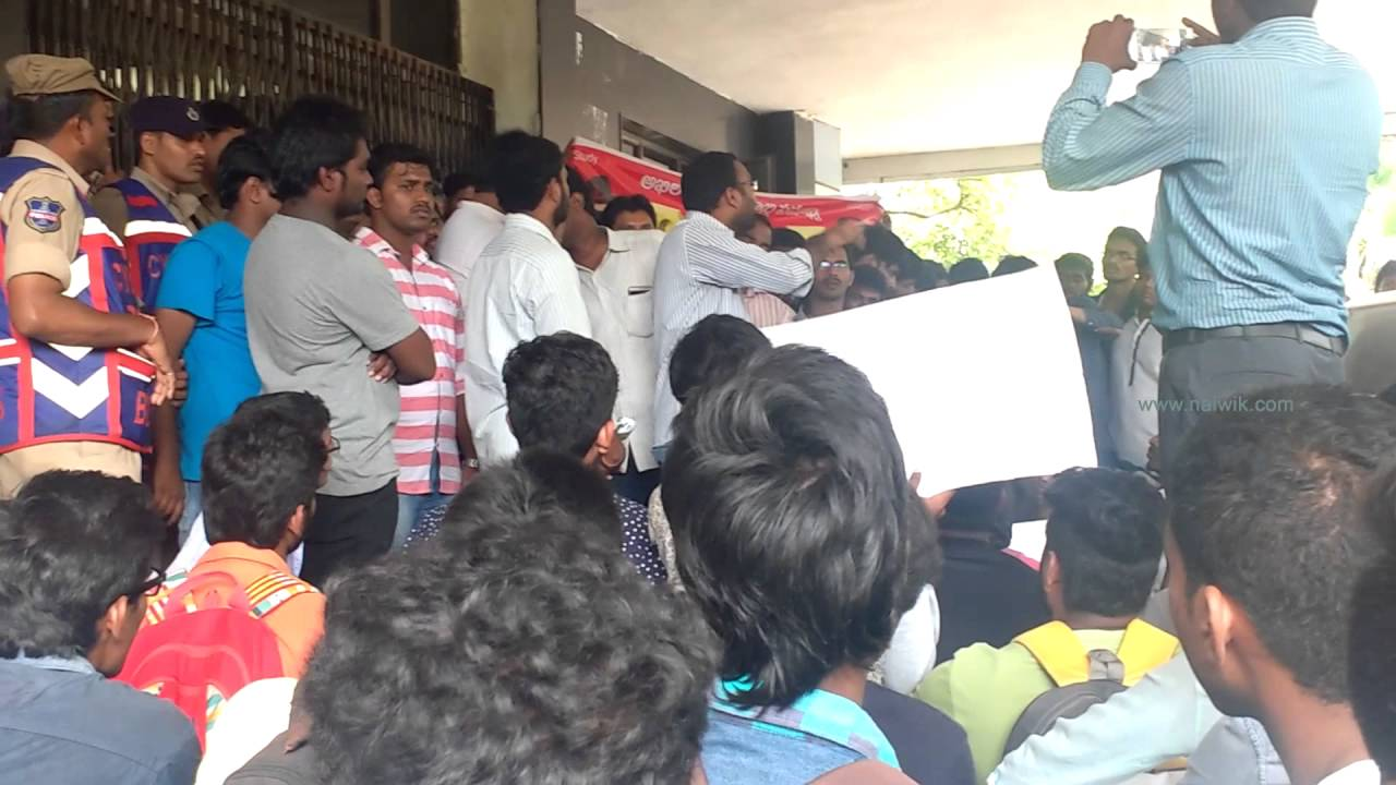 JNTUH R15 detained students protest against credit system