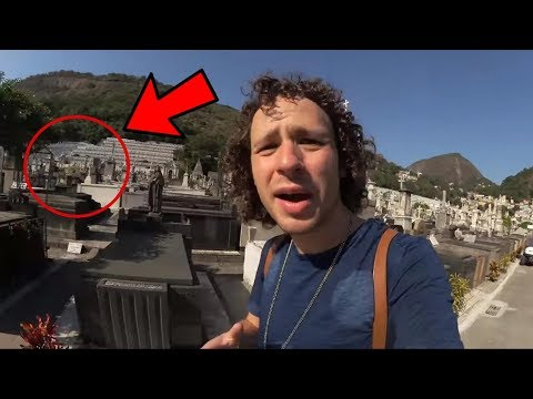 Download Youtube: Fantasma Captado en Video de Luisito Comunica en un Cementerio