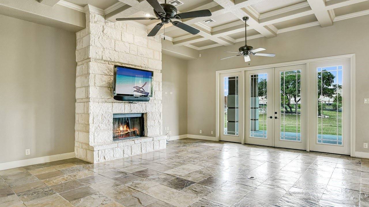 27602 Oak Brook Way // Boerne