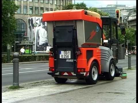 Hako Citymaster 1200 City Cleaner Footpath Scrubber