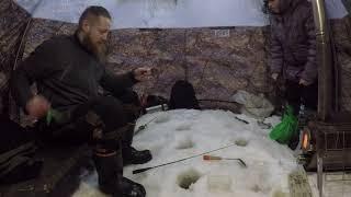 Рыбалка в метель в палатке Берег УП 2 Сухое море раздача Корюха клевал на всё подряд