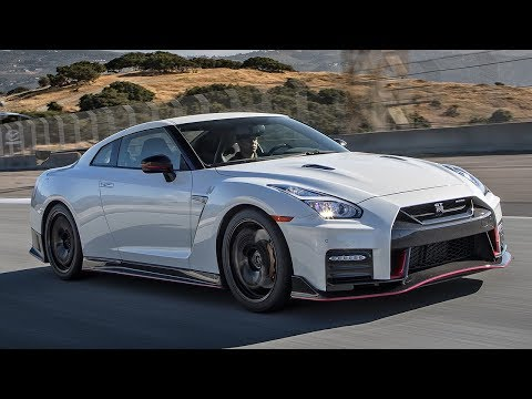 2017 Nissan GT-R Nismo Hot Lap! - 2017 Best Driver's Car Con