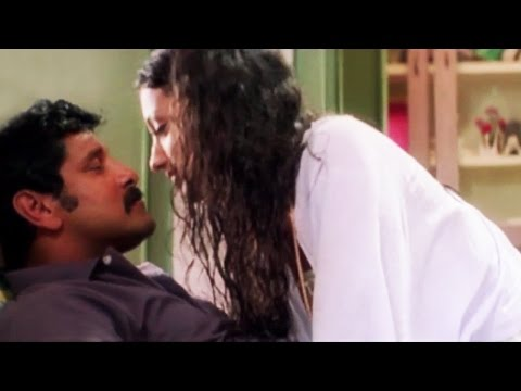 Trisha's romantic moments with Vikram - Saamy Tamil Movie Scene