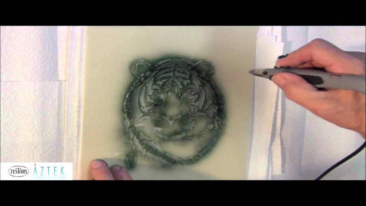 Testors Aztek: Airbrushing With Stencils