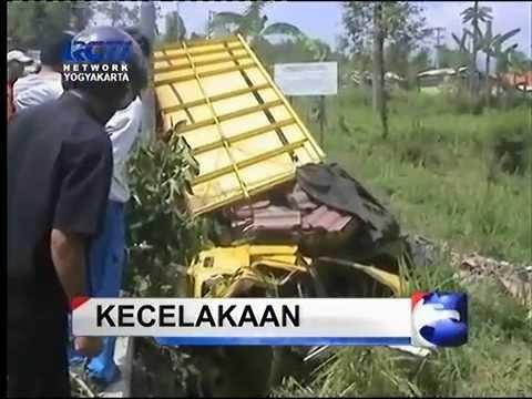 Kecelakaan Maut Truck VS 4 Mobil di Salatiga