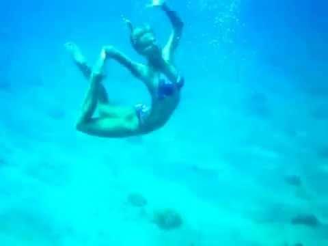 Русалка под водой