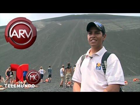 Carmen Dominicci se desliza por el volcán Cerro Negro   Al Rojo Vivo   Telemundo