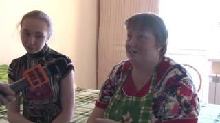 В Волжском семья с ребенком-инвалидом в Новый год справила долгожданное новоселье