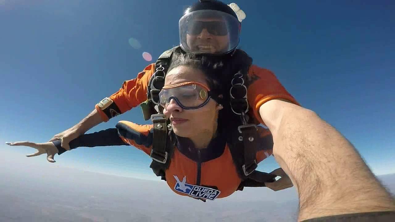 Salto de Paraqueda da Livia R na Queda Livre Paraquedismo 31 07 2016