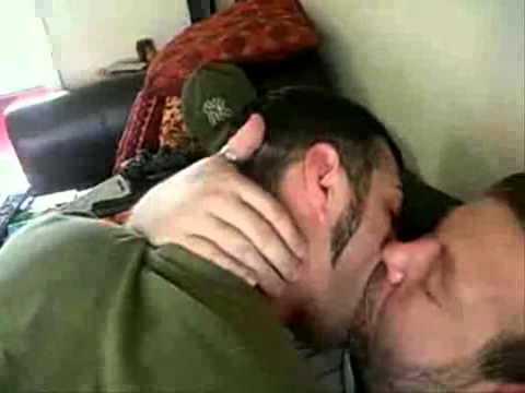Hot Men Kissing Other MenKaynak: YouTube · Süre: 4 dakika4 saniye