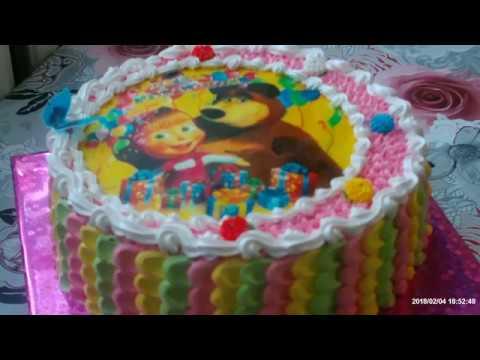 """Украшение торта вафельной картинкой """"Маша и медведь""""."""