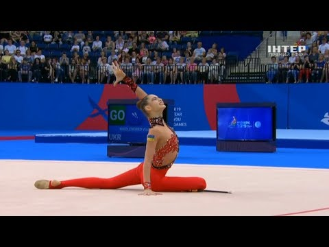 Как тянут гимнасток видео