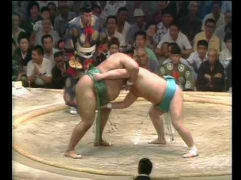 Mienoumi vs. Takamiyama : Nagoya 1976 (三重ノ海 対 高見山)