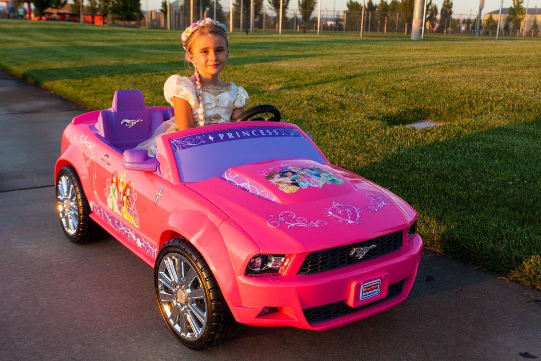 Power Wheels Disney Princess Ford Mustang - YouTube c1ff7fe2ef57