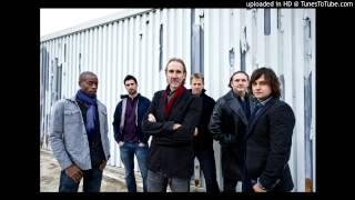 Mike & the Mechanics - Walking on Water