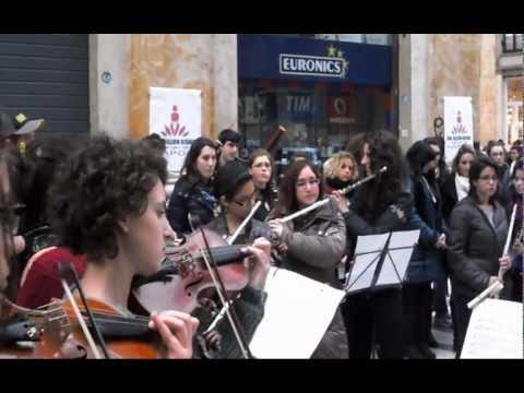 Flash Mob delle allieve e degli allievi del Conservatorio di Musica S. Pietro a Maiella di Napoli