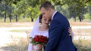 Прогулка жениха и невесты в день свадьбы.
