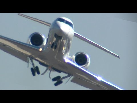 Hayward Executive Airport Gulfstream takeoff