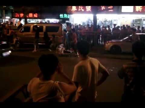 Street Karaoke in Shenzhen China.3gp