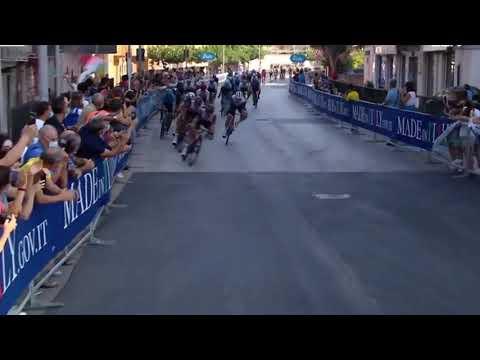 Ultimo kilometro etapa 1 giro de Sicilia 2021 Con victoria de Juan Sebastian Molano.