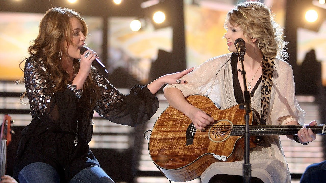 Taylor Swift - Fifteen ft. Miley Cyrus (Live From The 51st GRAMMYs 2009)