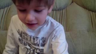 """Слава (4 года) читает рассказ: """"Лиса и рак"""""""
