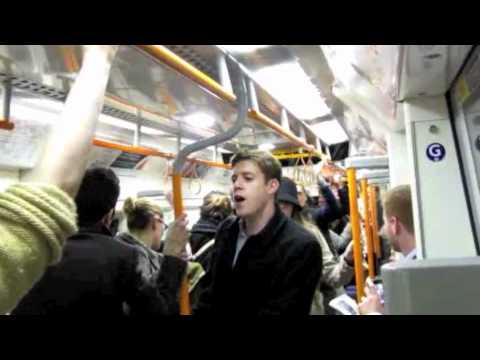 הצעת נישואין בומבסטית ברכבת התחתית