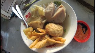 Indonesia Bali Street Food 1811 Part.1 Brother Doel Meatball Bakso Mas Doel YDXJ0847