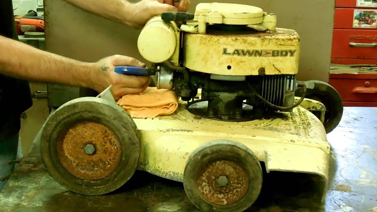 Vintage Lawn Boy 3052 Buttercup Lawn Mower  C76 2 Cycle
