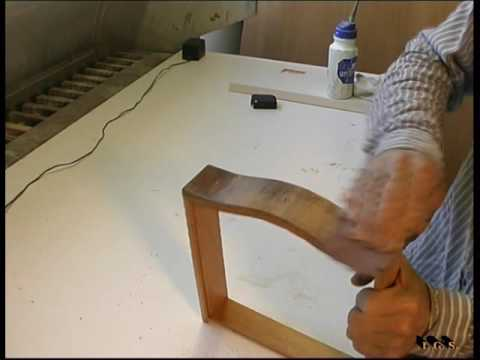 Como restaurar el barnizado de un mueble cl sico doovi for Como lacar un mueble barnizado
