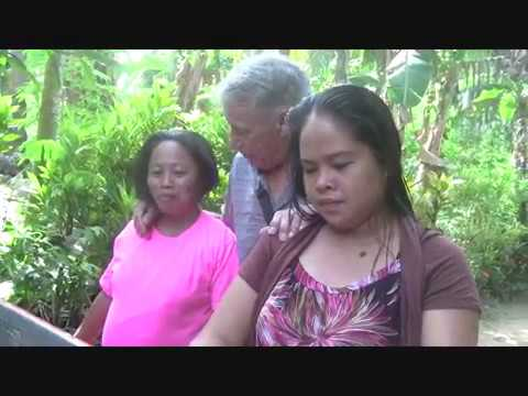 GIVING HELP FOR TWO WOMAN FOR ULTRASOUND EXAMINATION EXPAT SIMPLE LIFE PHILIPPINES