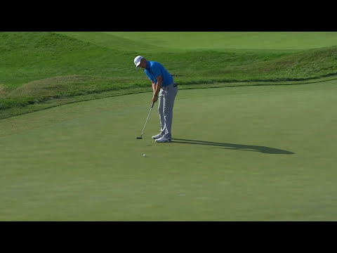 Jordan Spieth saves par with a 24-foot putt