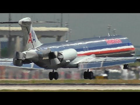 MD80 Reverses Thrust in the air!