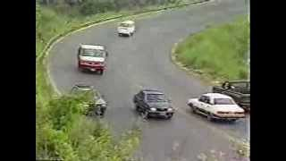 PERIGO OLEO NA PISTA: COLISAO ENTRE 2 VW APOLLOS BR-262 MGTV