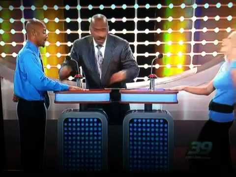 Web Ninja - Too Funny: Woman Has Genius Trick to Distract Family Feud Competitor