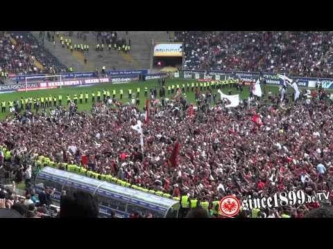 Eintracht Frankfurt - 1860 München (  Platzsturm - Aufstiegsfeier - Waldtribüne )