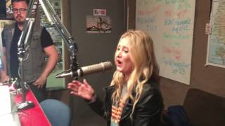 """Stephanie Quayle Performs New Song """"Selfish"""""""