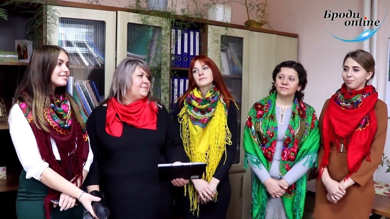 Педагоги Дуб'євського НВК на чолі з директором колядували для бродівчан (ТК