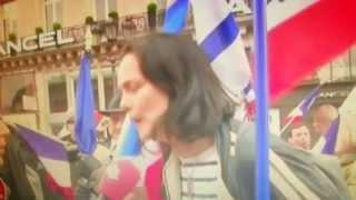 """Raciste la plus conne de France ! Elle se """"protège"""" avec un saucisson au porc ! militante FN."""