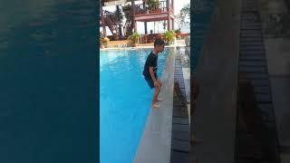 토바호수의 어느호텔 수영장