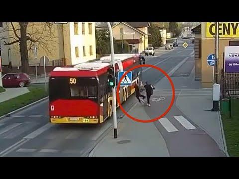 Polonia, spinge l'amica sotto il bus in transito