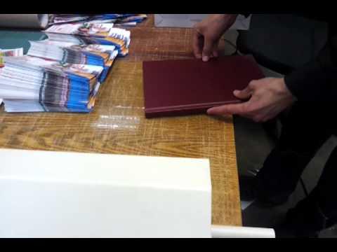 Система для изготовления крышек твердого переплета | Doovi: http://www.doovi.com/video/sistema-dlya-izgotovleniya-kryshek-tverdogo-perepleta/Pvx2WHOhp-o