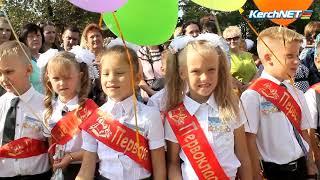 Керчь: Учителям школы № 26 подарили море цветов