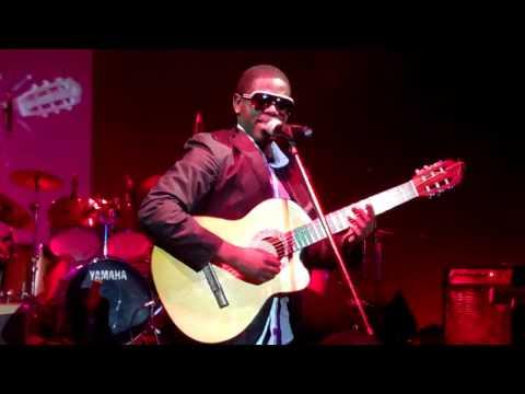 Tótó Que fim de semana ao vivo em Maputo Coconuts.MP4