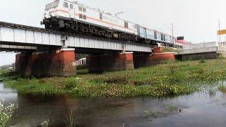 Kolkata Agra Cantonment Weekly Superfast crosses Julka River