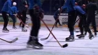 Шинник Ярославль играет в хоккей на Арене-2000