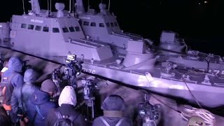 Российские пограничники распространили видео передачи украинцам двух катеров и буксира.